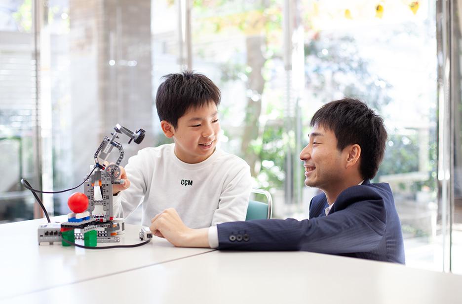 自分でつくったロボットをプログラミングで動かそう